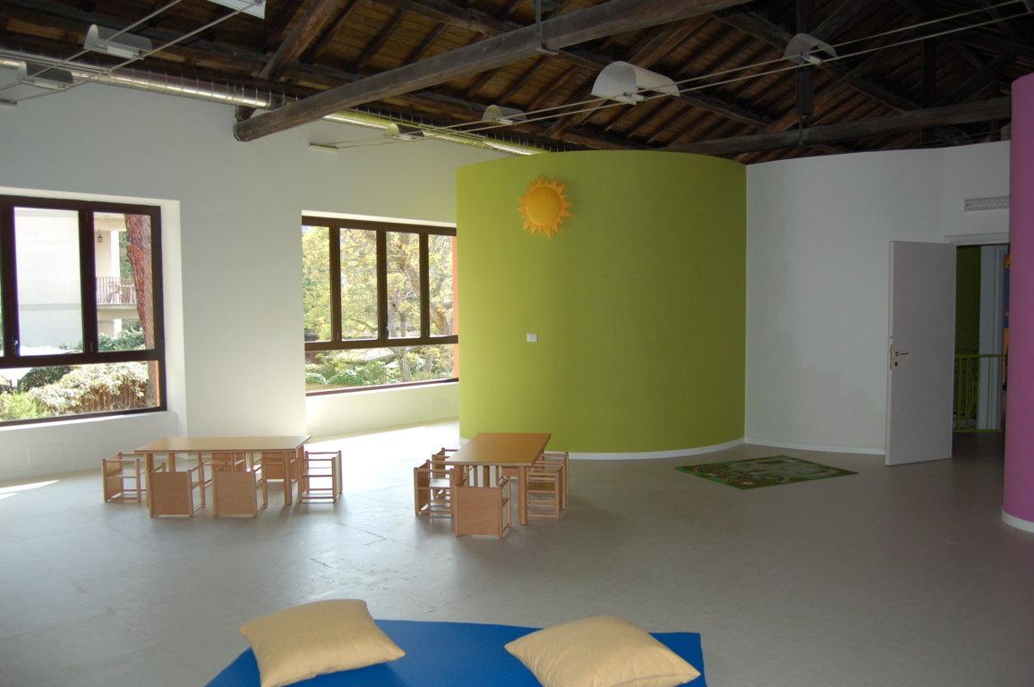 Attività bambini grandi - dettaglio spazi attività a tavolino