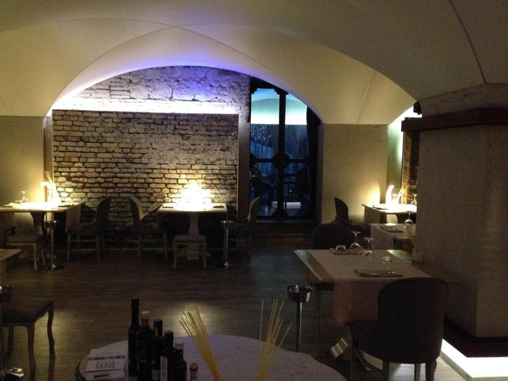 Progetto Illuminazione Ristorante : Un nuovo ristorante per grosseto il progetto in una stanza